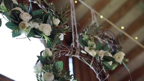 Florece la decoración en la boda almacen de metraje de vídeo