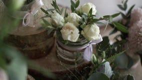 Florece la decoración en la boda almacen de video