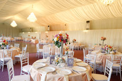 Florece la decoración en la tabla de la boda Fotografía de archivo libre de regalías