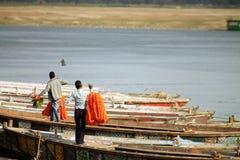 Florece a vendedores en el Ganges Imágenes de archivo libres de regalías