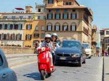 Florença Foto no movimento com a bicicleta foto de stock