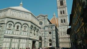 Florença, Itália, em junho de 2017: Domo Santa Maria del Fiore, um destino popular do turista de Europa em Florença, Toscânia filme
