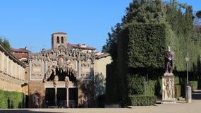 FLORENÇA, ITÁLIA - EM NOVEMBRO DE 2015: Vista interna de jardins de Palazzo Pitti imagem de stock