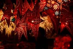 Florença, o 2 de dezembro de 2017: Decorações do Natal em um mercado do Natal Imagens de Stock Royalty Free
