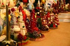 Florença, o 2 de dezembro de 2017: Decorações do Natal em um mercado do Natal Fotografia de Stock