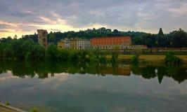 Florence är en stad i Italien som placeras på Riveret Arno Arkivbilder