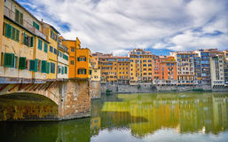 Florence Architecture con la reflexión del río del paisaje urbano de Italia Foto de archivo libre de regalías