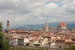 Florence - basilikadi Santa Maria del Fiori med tornet av Campa Arkivbild