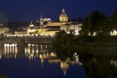 Florence bij nacht, en de oude kerk Royalty-vrije Stock Foto's