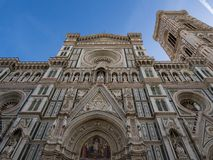 Florence Cathedral av St Mary av blomman, Florence Duomo Duomo di Firenze och den Giotto s campanilen av Florence Cathedral i Flo Arkivfoton