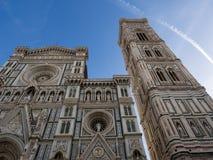 Florence Cathedral av St Mary av blomman, Florence Duomo Duomo di Firenze och den Giotto s campanilen av Florence Cathedral i Flo Fotografering för Bildbyråer