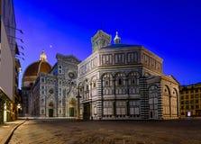 Florence Cathedral de St Mary de la flor Florence Duomo, campanil del ` s de Florence Giotto y de Florence Baptistery en la noche imagen de archivo libre de regalías