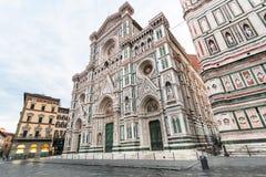 Florence Cathedral und Glockenturm am Morgen Stockbilder