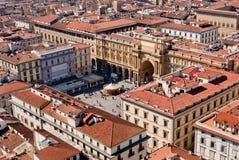 Florence, de luchtmening Piazza van dellaRepubblica (het vierkant van de Republiek) Stock Fotografie
