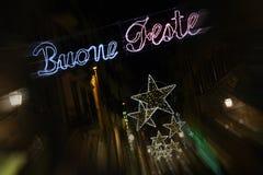 Florence 9 December 2017: De Lichtendecoratie van de Kerstmis Gelukkige Vakantie in het centrum van Florence Stock Foto's