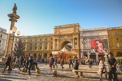FLORENCE - DECEMBER 17, 2015. People sightseeing before christmas Royalty Free Stock Images