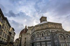Florence domkyrka och kupol på skymning i Tuscany Arkivbilder
