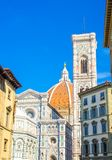 Florence Duomo, di Santa Maria del Fiore, basílica de Cattedrale de St Mary de la catedral de la flor con el campanario fotografía de archivo