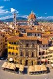 Florence fyrkant- och domkyrkadi Santa Maria del Fiore eller Duomosikt royaltyfri fotografi