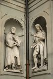Florence, Italië - 23 April, 2018: Standbeelden van Galileo Galilei en Pier Antonio Micheli stock afbeeldingen