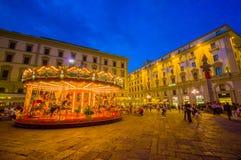 FLORENCE, ITALIË - JUNI 12, 2015: De carrousel bij nacht iluminated in het midden van het vierkant in Florence Verschillende vorm Royalty-vrije Stock Foto