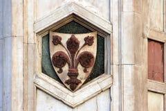 FLORENCE, ITALIË - NOVEMBER, 2015: De stadswapenschild van Florence voor de Giotto-klokketoren Royalty-vrije Stock Afbeelding