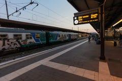 Florence, ITALIË 10 September, 2016: Trein ` TrenItalia ` van Regionale-type met graffiti op de post in het Kamp van Florence van Royalty-vrije Stock Foto's