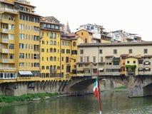 14 06 2017 Florence, Italie : Vue de pont en pierre médiéval Ponte Photographie stock libre de droits