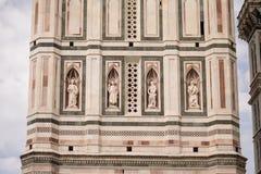Florence Italien - 24 April, 2018: Campanile av Cattedrale di Santa Maria del Fiore Arkivfoto