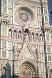Florence Italien - 22 April, 2018: fasad av Cattedrale di Santa Maria del Fiore Cathedral av St Mary av blomman Royaltyfri Fotografi