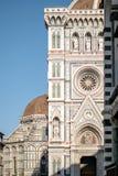 Florence Italien - 22 April, 2018: sidoblick på Cattedrale di Santa Maria del Fiore Cathedral av St Mary av blomman Arkivbilder