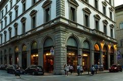 FLORENCE ITALIEN - Juli, 02: Louis Vuitton lager i Florence, en av det mest lyxiga shoppingområdet i world0en Arkivbilder