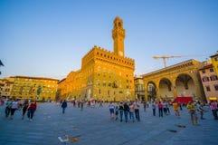 FLORENCE ITALIEN - JUNI 12, 2015: Gammal slott eller Palazzo Vecchio i mitt av fyrkanten i Florence korridoren för den Australien Arkivbilder