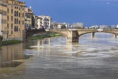 FLORENCE ITALIEN - MARS 07: Ponte Santa Trinita bro över Royaltyfria Foton