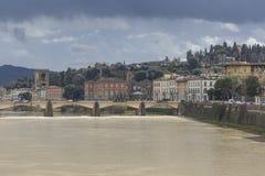 FLORENCE ITALIEN - MARS 07: Ponte Santa Trinita bro Arkivbilder