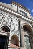 Florence Italy adornó la fachada de la iglesia antigua llamada Papá Noel M Imagen de archivo libre de regalías