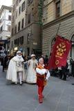 florence italy December 02, 2017 kostymerade processionen nära Santa Maria del Fiore Royaltyfria Foton