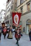 florence italy December 02, 2017 kostymerade processionen nära Santa Maria del Fiore Arkivfoton