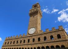 Florence Italy Old Palace och klockatorn med himmel i Signoria Arkivfoton