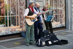 Performance of street musicians. FLORENCE, ITALY - SEPTEMBER 19, 2017: Performance of street musicians Royalty Free Stock Photo