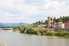 Florence landskap i den Arno floden Arkivbild
