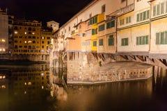 Florence : Le Ponte Vecchio par nuit image stock