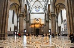 FLORENCE-NOVEMBER 10 :大教堂二圣玛丽亚11月10,2010的del菲奥雷和时钟的教堂中殿在佛罗伦萨,意大利。 库存照片
