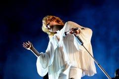 Florence och maskinen (popmusikband) i konsert på FIB festivalen fotografering för bildbyråer