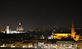 Florence på natten med upplysta gränsmärken Royaltyfria Bilder