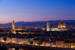Florence på skymning från Piazzale Michelangelo (Tuscany, Italien) Fotografering för Bildbyråer