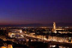 Florence på skymning från Piazzale Michelangelo (Tuscany, Italien) Royaltyfri Fotografi