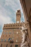 Florence - Palazzo Vecchio med våldta av Sabine Women förbi Royaltyfria Foton