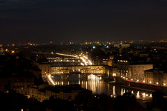 Florence - Ponte Vecchio, Oude 's nachts Brug Stock Afbeelding
