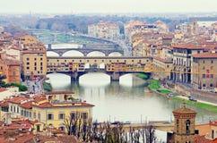 Florence Ponte Vecchio panorama arkivfoton